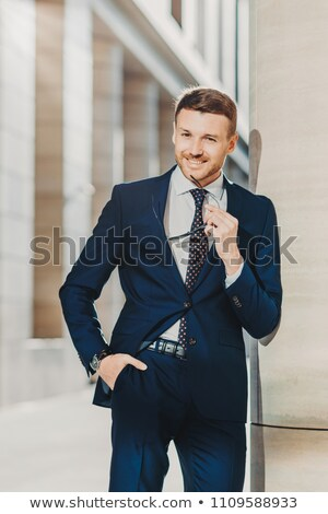Zamyślony wesoły brodaty mężczyzna przedsiębiorca przyjemny Zdjęcia stock © vkstudio