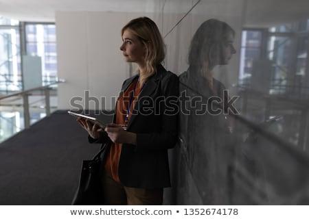 Jovem mulher de negócios escritório parede mulher Foto stock © diego_cervo