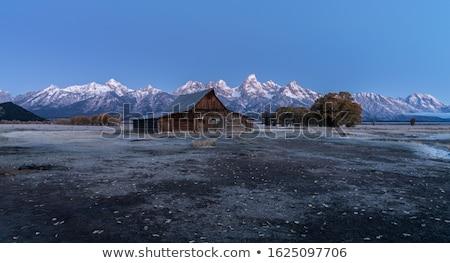 Napfelkelte hegy terjedelem tájkép hegyek reggel Stock fotó © pancaketom