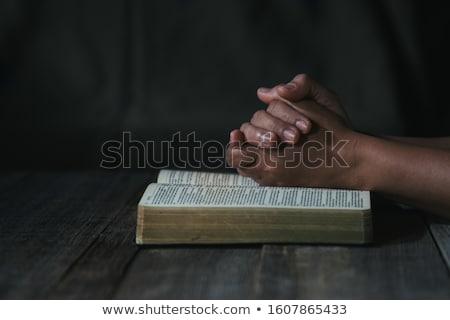 imádkozik · kezek · nyitva · Biblia · magas · kulcs - stock fotó © compuinfoto