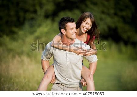 Man vrouw op de rug land lopen vrouwen Stockfoto © monkey_business