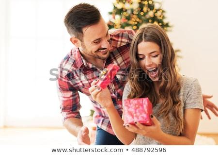 gelukkig · jongeren · geven · ander · geschenken · kerstboom - stockfoto © arturkurjan