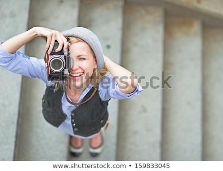 Dziewczyna Fotografia retro kamery szczęśliwy Zdjęcia stock © HASLOO