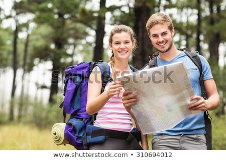 glimlachend · paar · natuur · reizen · wandelen · toerisme - stockfoto © dolgachov