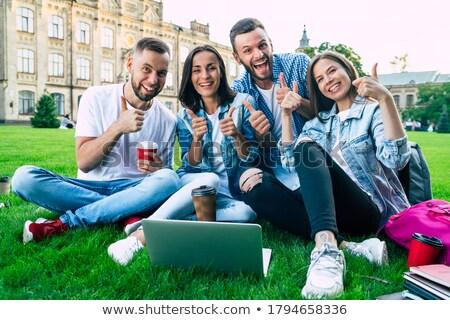 Uczelni kampus studentów odkryty czytania Zdjęcia stock © robuart