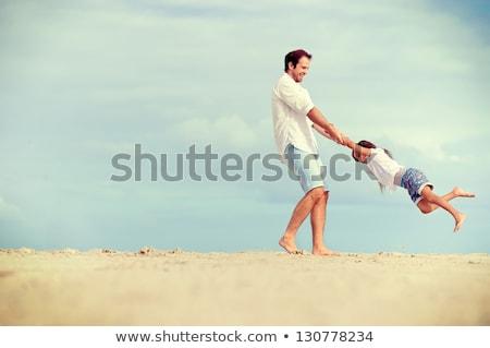 Apa gyerekek játszik tengerpart naplemente idő Stock fotó © Lopolo