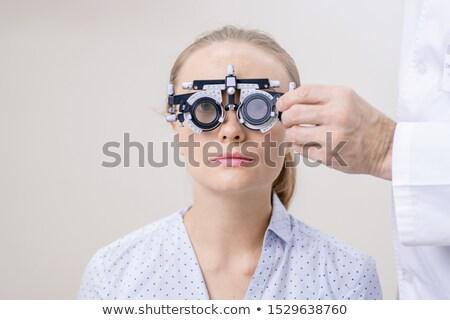 Jonge vrouw oog visie naar lens arts Stockfoto © pressmaster