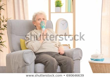Medische apparatuur ademhalings masker witte tabel medische Stockfoto © boggy