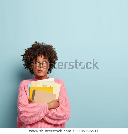 csinos · diák · tart · tankönyvek · izolált · fehér - stock fotó © dehooks