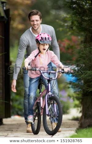 Foto stock: Pai · ensino · filha · bicicleta · jardim · crianças