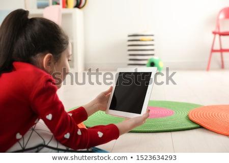 портрет · девочку · смартфон · изолированный · белый · девушки - Сток-фото © witthaya