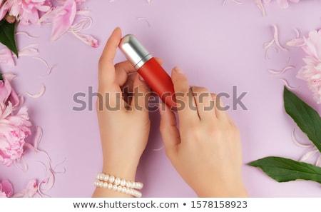 Foto stock: Hermosa · niña · líquido · lápiz · labial · rojo · tubo · contenedor