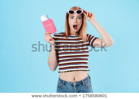 Jonge vrouw poseren geïsoleerd Blauw muur Stockfoto © deandrobot