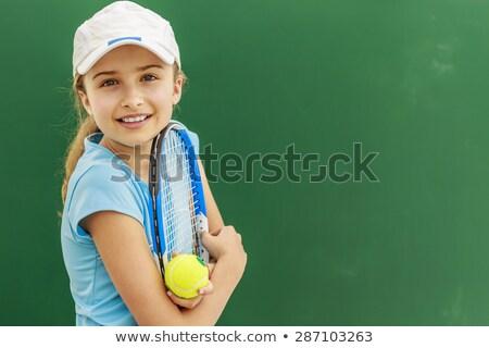 美少女 · 笑みを浮かべて · テニスラケット · 小さな · テニスコート · 美しい - ストックフォト © dolgachov