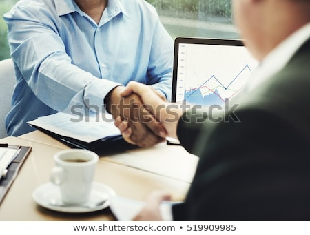 zakenlieden · handen · schudden · tabel · business · glimlach - stockfoto © wavebreak_media
