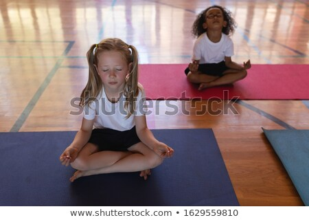 Schoolmeisjes yoga mediteren yogamat Stockfoto © wavebreak_media