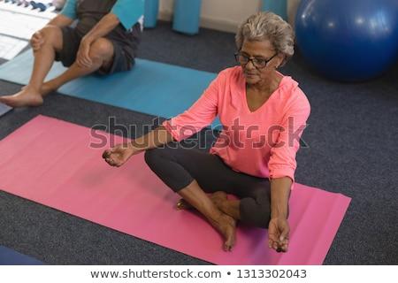 Ver senior mulher ioga posição Foto stock © wavebreak_media