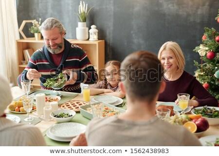 vrolijk · familie · vergadering · eettafel · home · vrouw - stockfoto © pressmaster