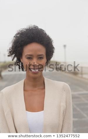 Portret gelukkig jonge afro-amerikaanse vrouw naar Stockfoto © wavebreak_media