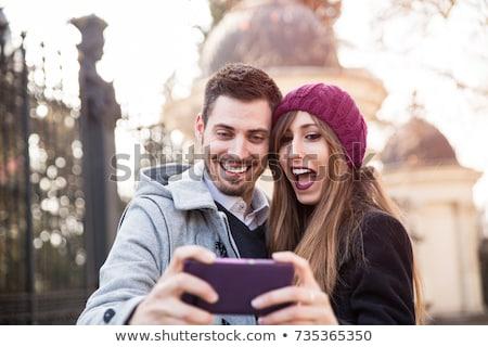 Paar foto straat glimlachend smartphone Stockfoto © deandrobot