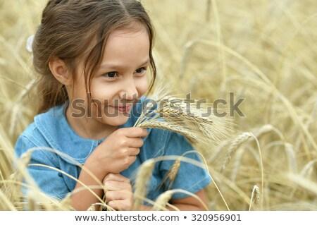 Feliz cute nina jugando campo de trigo Foto stock © chesterf
