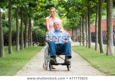 Infirmière poussant supérieurs femme fauteuil roulant femmes Photo stock © monkey_business
