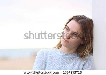 肖像 · 小さな · カジュアル · 女性 · 片頭痛 - ストックフォト © feedough