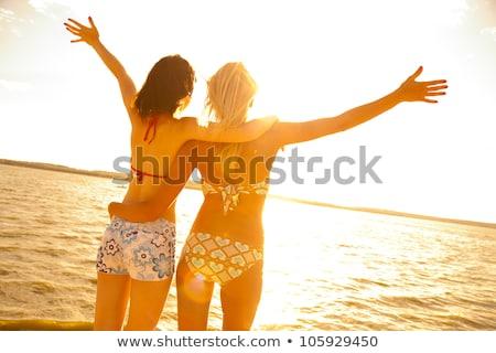 Stockfoto: Twee · mooie · jonge · vriendinnen · strand · hoed