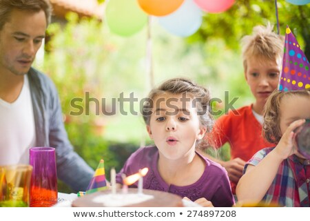 Père fille fête d'anniversaire ballons famille vacances Photo stock © dolgachov
