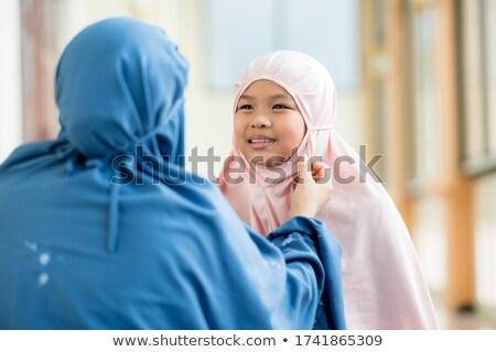 Musulmanes nina rezando besar mujer nino Foto stock © artisticco