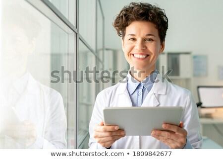 Fiatal sikeres orvos néz áll fal Stock fotó © pressmaster