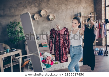 Femme robe robe rouge Shopping vêtements belle Photo stock © Ariwasabi