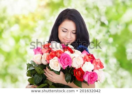 sonriendo · mujer · rubia · rosas · rojas · hermosa · amor · signo - foto stock © feverpitch