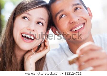Paar luisteren mp3-speler muziek glimlach liefde Stockfoto © photography33