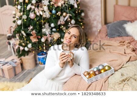 mooie · vrouwen · snoep · kerstboom · gelukkig · achtergrond - stockfoto © massonforstock