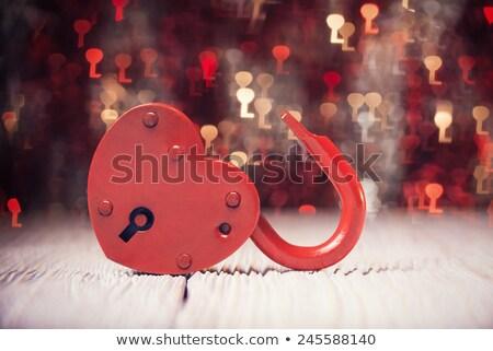Foto stock: Fechado · vermelho · cadeado · forma · coração · amor