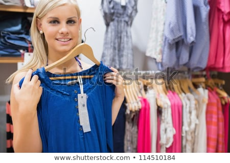 Sorrindo azul camisas boutique menina Foto stock © wavebreak_media
