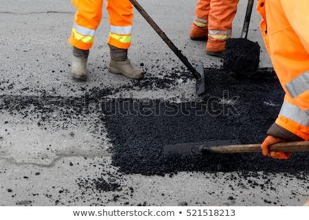 vrachtwagen · asfalt · bouw · mannen · werken · weg - stockfoto © pedrosala