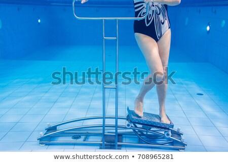 mujer · natación · subacuático · piscina · sonriendo · jóvenes - foto stock © kzenon