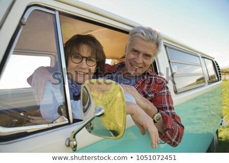 Olgun çift bağbozumu kamyonet plaj Stok fotoğraf © IS2