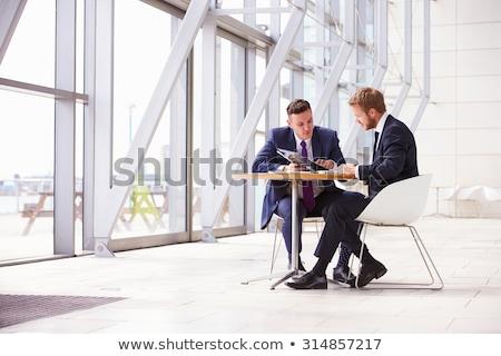 Due persone moderno ufficio uomo telefono finestra Foto d'archivio © IS2