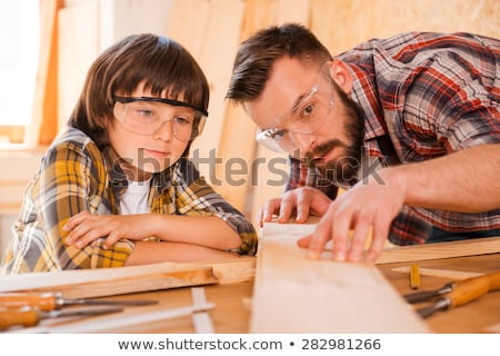 homme · marteau · ciseler · construction · banc · commencer - photo stock © dolgachov
