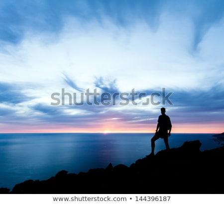 Wandelen silhouet backpacker man naar oceaan Stockfoto © blasbike