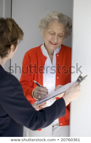 Stockfoto: Senior · borden · petitie · aantrekkelijk · vrouw · ondertekening