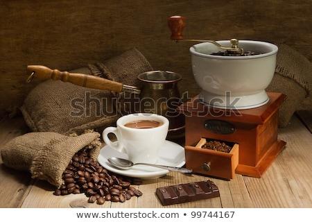 Kahve ahşap öğütücü siyah kahve fasulye siyah Stok fotoğraf © OleksandrO