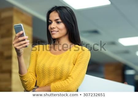 portré · gyönyörű · üzletasszony · telefon · üzlet · mosoly - stock fotó © photography33