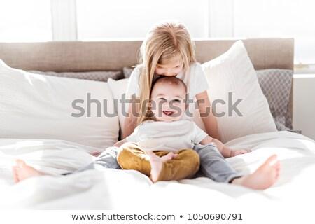 bonitinho · menina · beijando · irmão · mulher · trabalhar - foto stock © courtyardpix