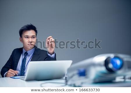 işadamı · bakıyor · dizüstü · bilgisayar · asistan · kadın · adam - stok fotoğraf © ra2studio