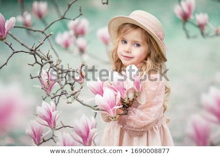peu · blond · fille · souriant · portrait · jaune - photo stock © lunamarina
