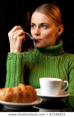 женщину · таблице · глядя · расстояние · книга · чаши - Сток-фото © ambro